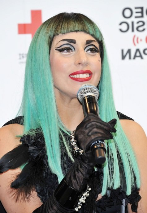 lady-gaga-black-long-gloves-green-hair-red-lips-bold-eye-make-up-style-ffec-152562703
